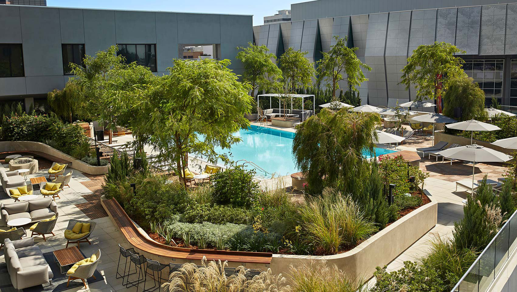 aerial-view-pool-sitting-area-sawyer-hotel-sacramento-kimpton