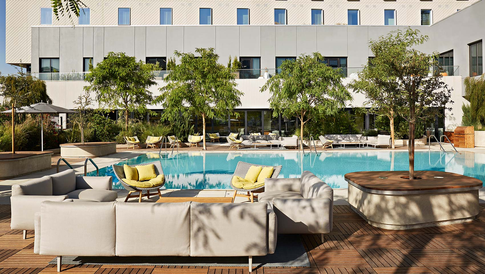 kimpton saweyer hotel pool deck in sacramento