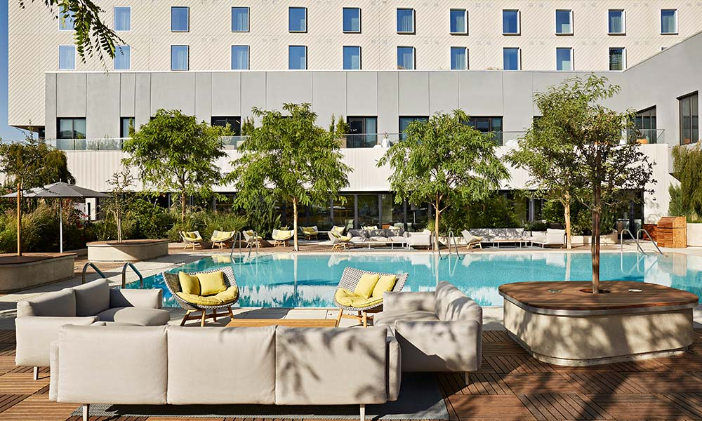 pool-deck-sitting-area-sawyer-hotel-sacramento-kimpton